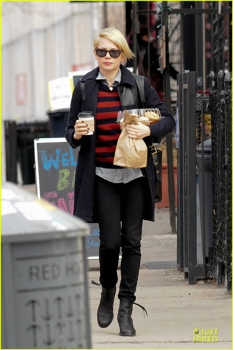 michelle williams grocery shopping in new york city 05