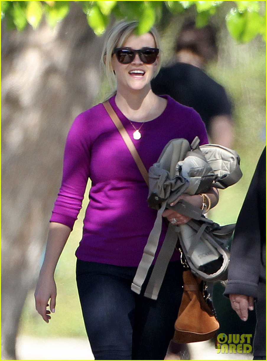 resse witherspoon full family outing 072828099