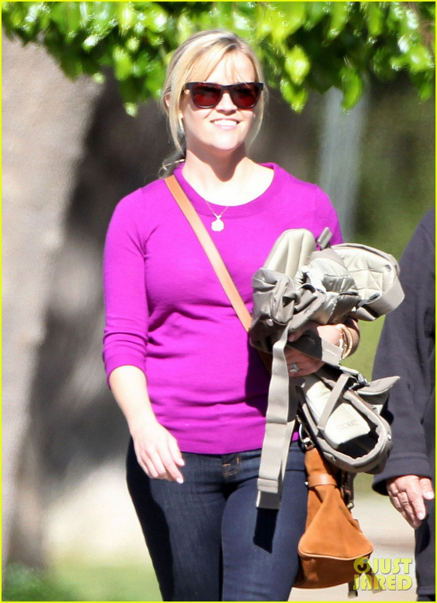 resse witherspoon full family outing 082828100