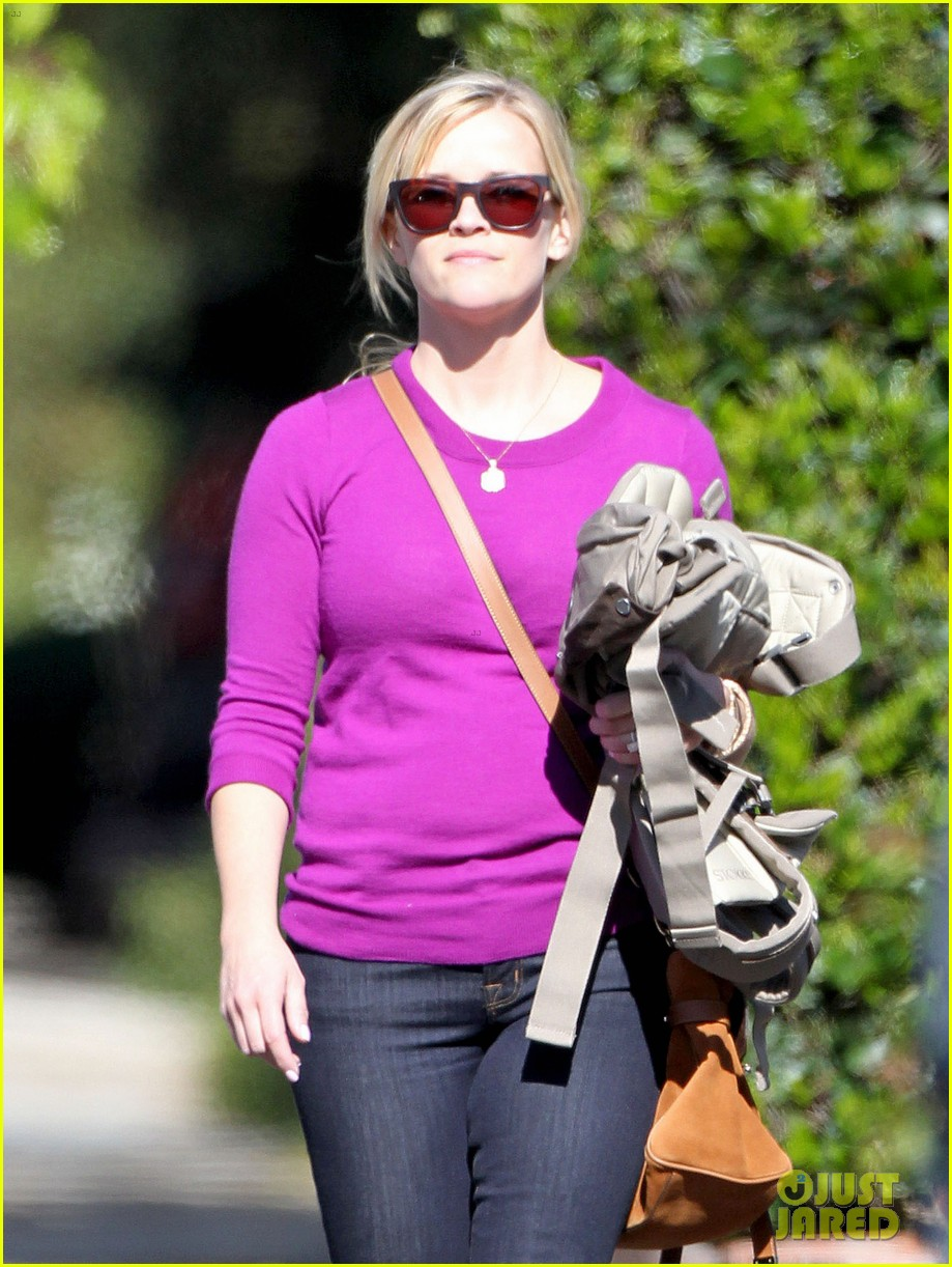 resse witherspoon full family outing 102828102