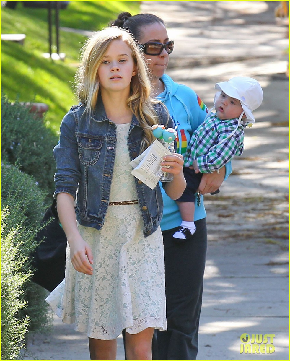 resse witherspoon full family outing 272828119