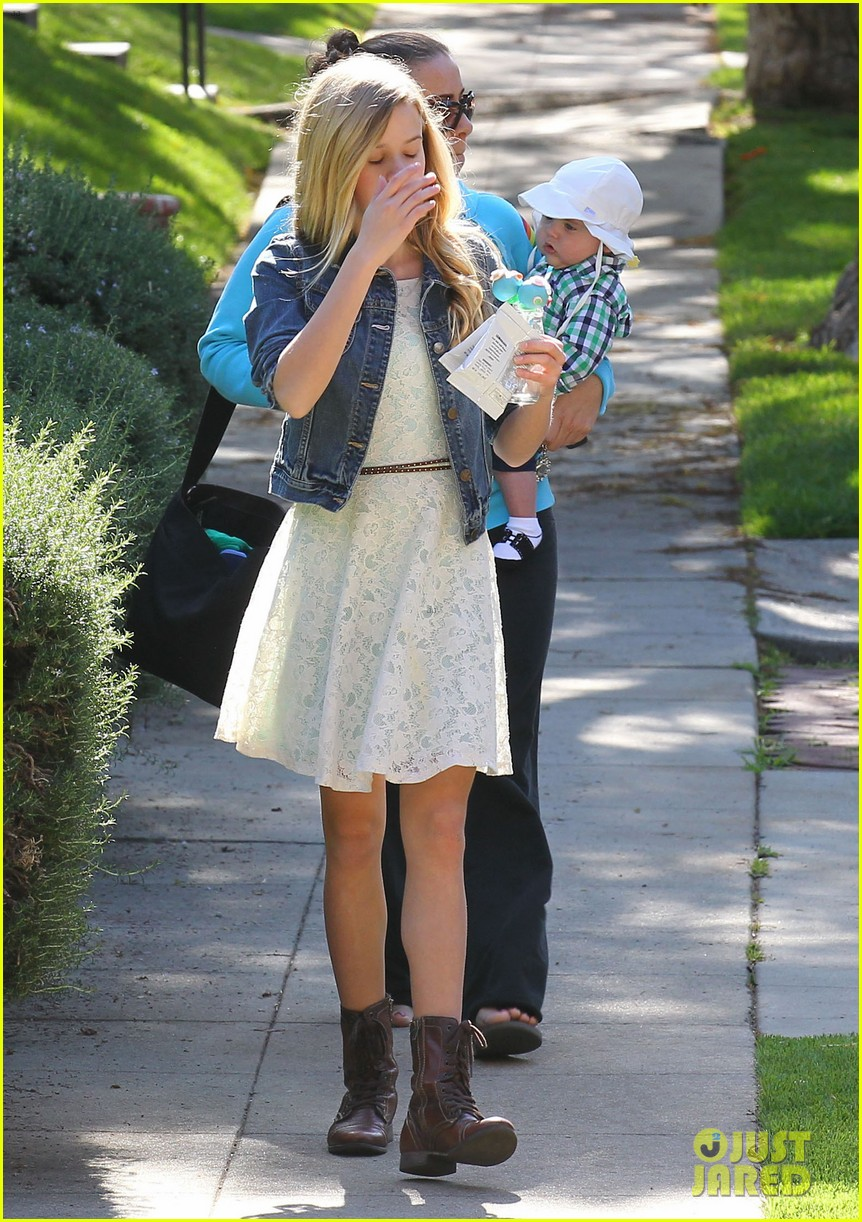 resse witherspoon full family outing 282828120