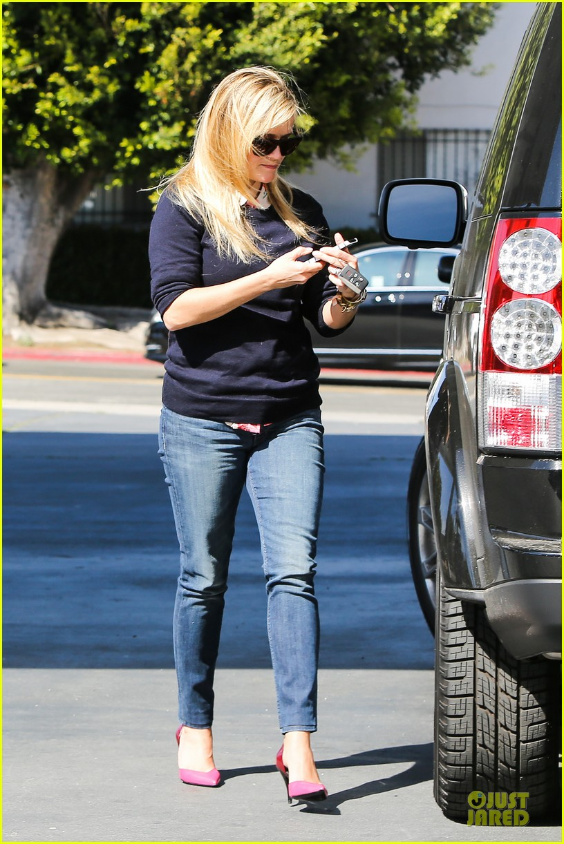 reese witherspoon aviator nation gym stop 08