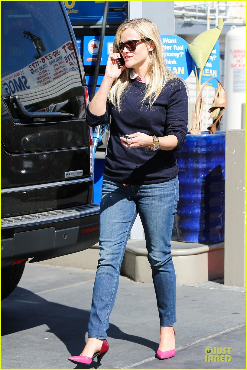 reese witherspoon aviator nation gym stop 09