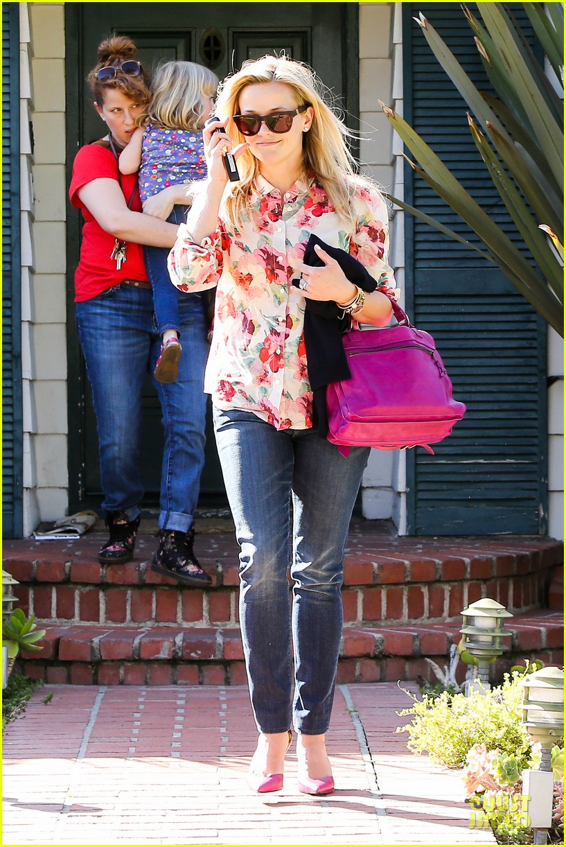 reese witherspoon david fincher in serious talks for gone girl 032831236