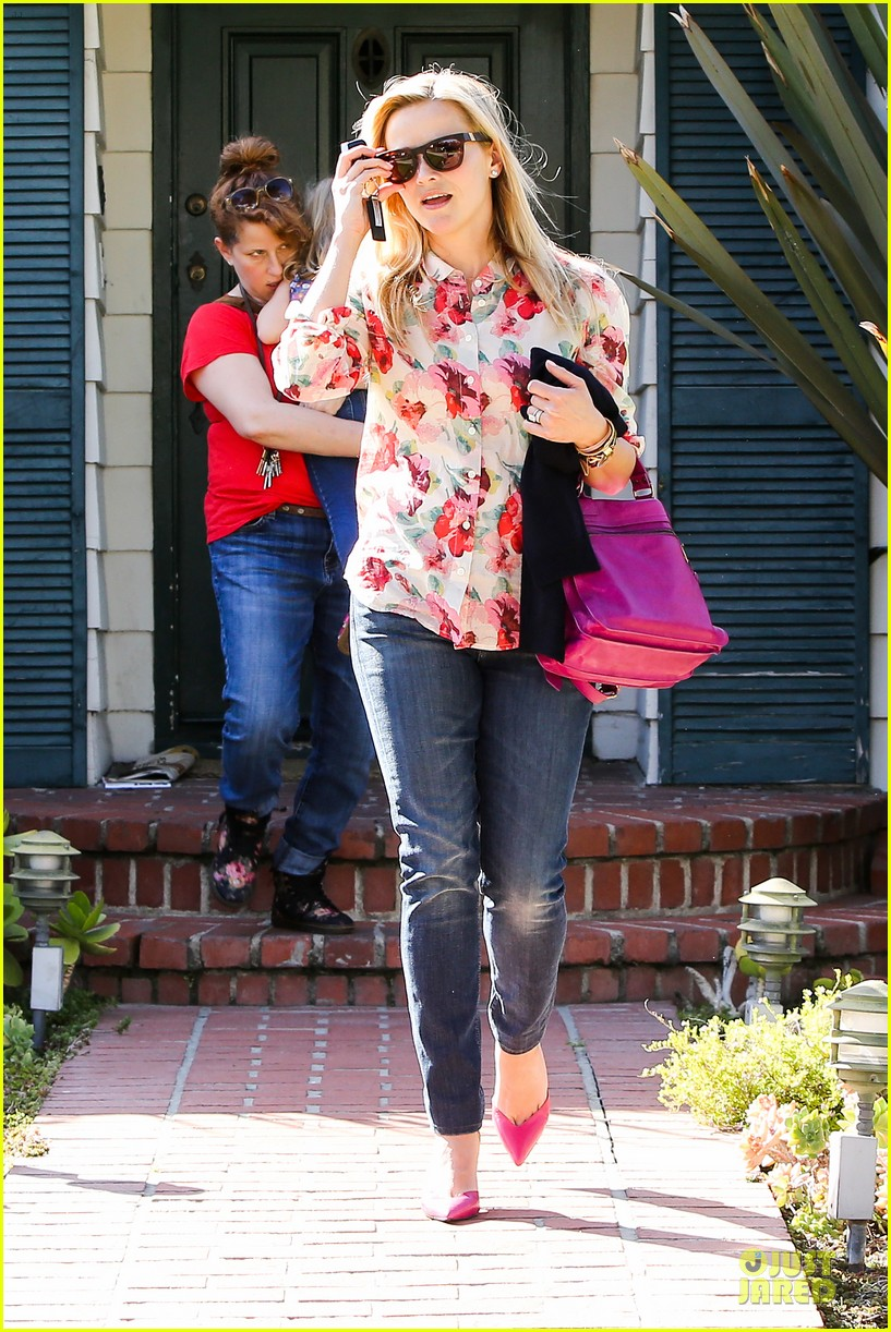 reese witherspoon david fincher in serious talks for gone girl 042831237