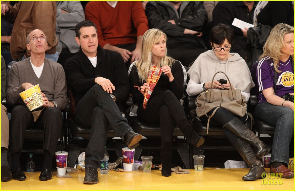 reese witherspoon jim toth lakers game date night 012827770