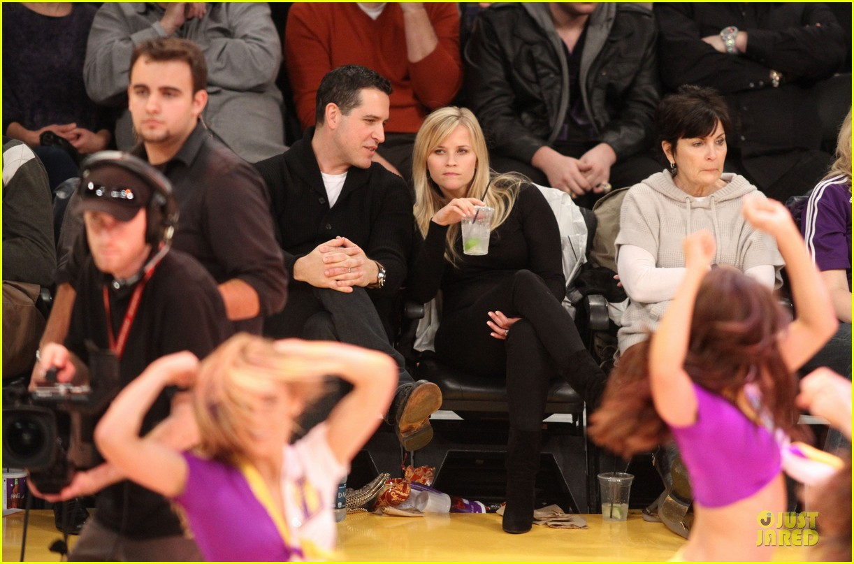 reese witherspoon jim toth lakers game date night 032827772