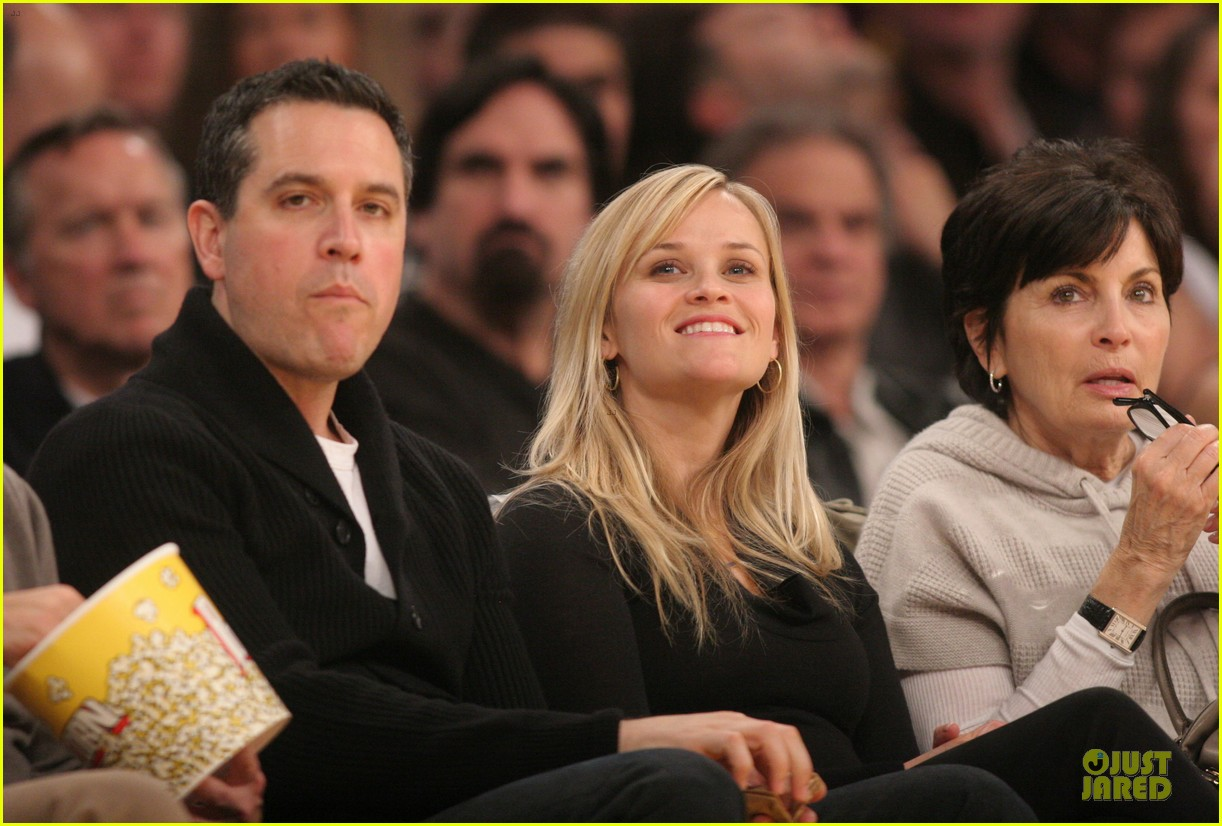 reese witherspoon jim toth lakers game date night 042827773