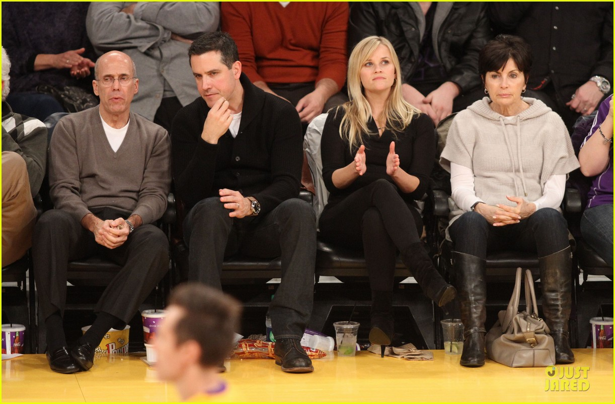 reese witherspoon jim toth lakers game date night 082827777