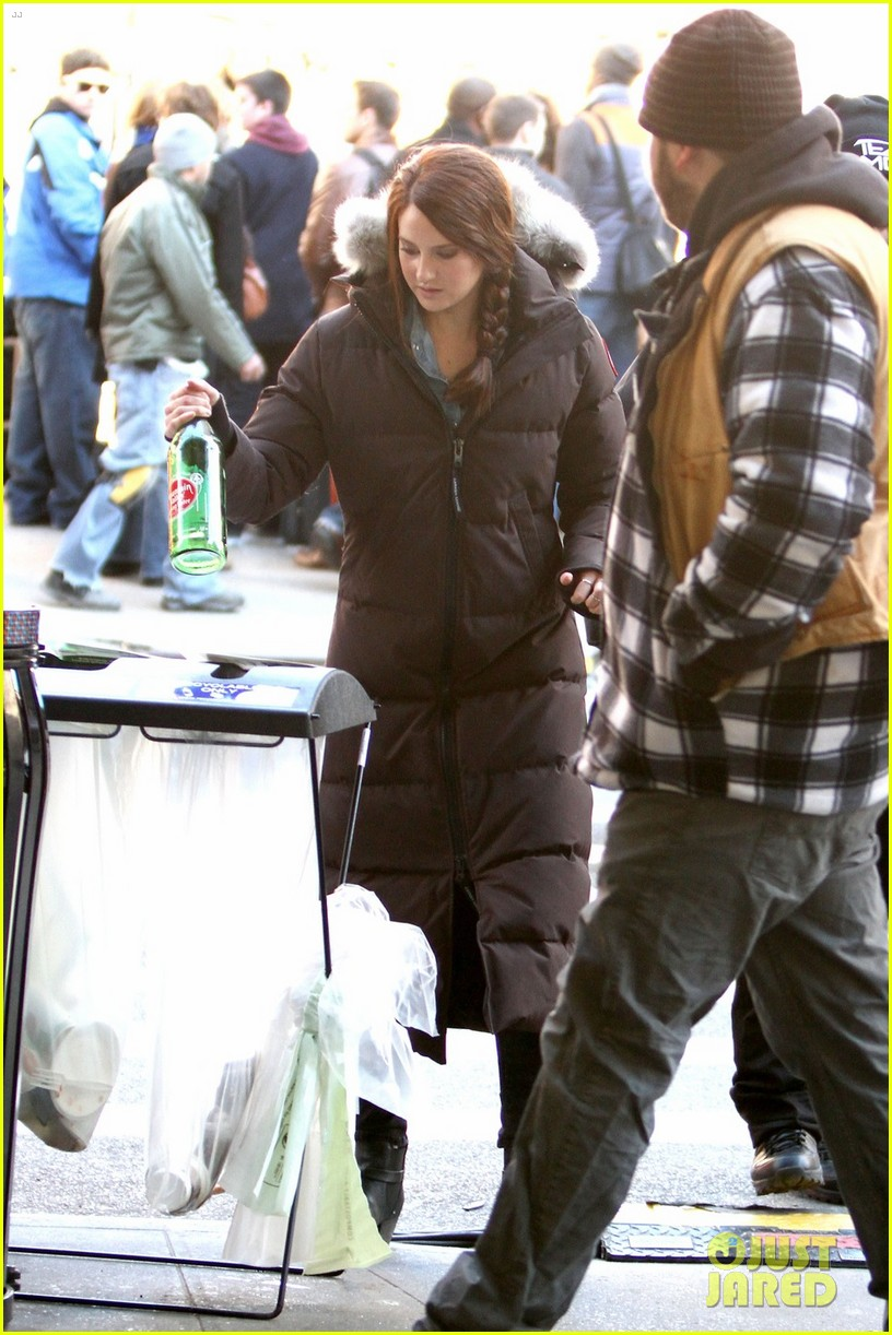 shailene woodley in mary jane watson costume first pics 012824851