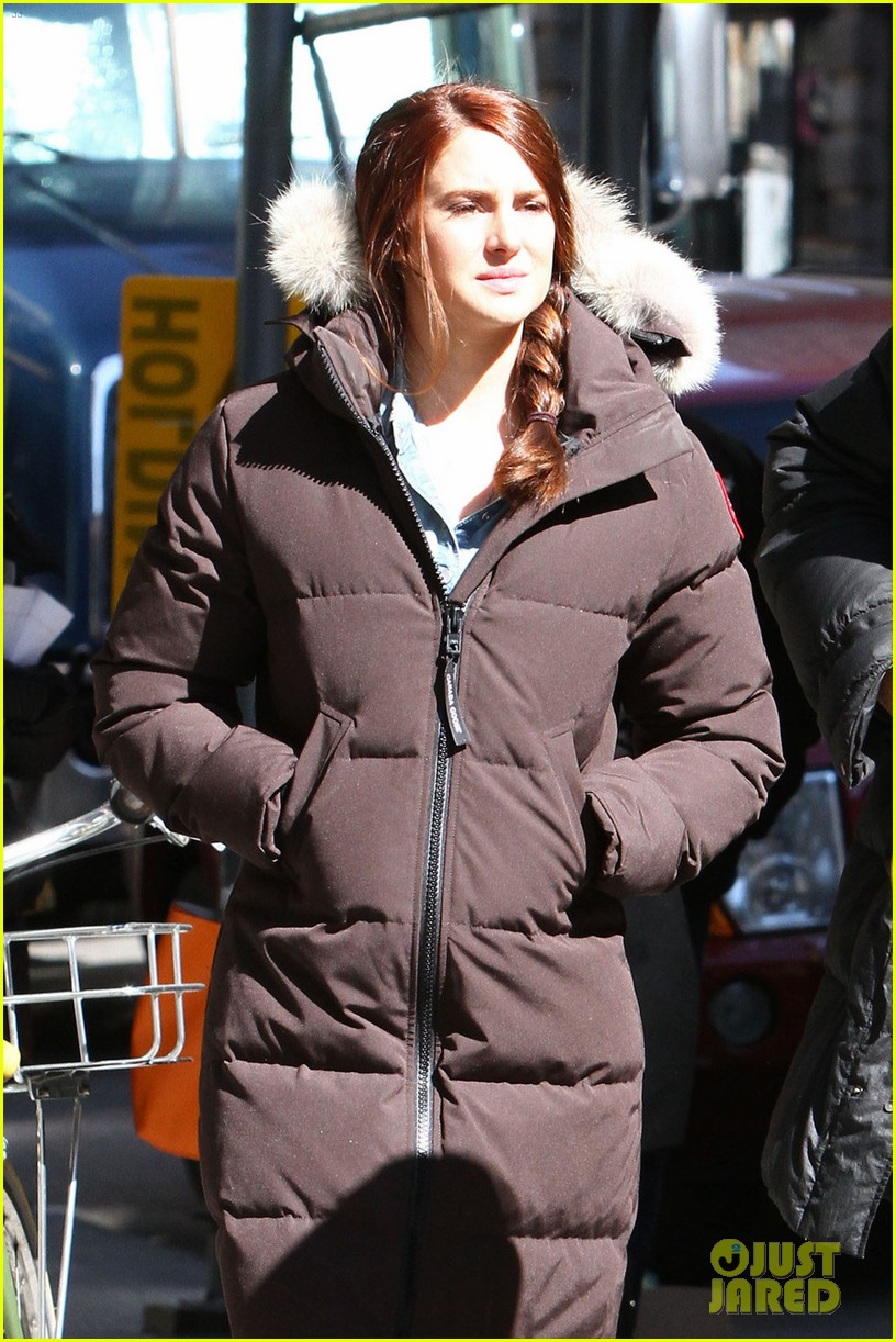 shailene woodley in mary jane watson costume first pics 022824852