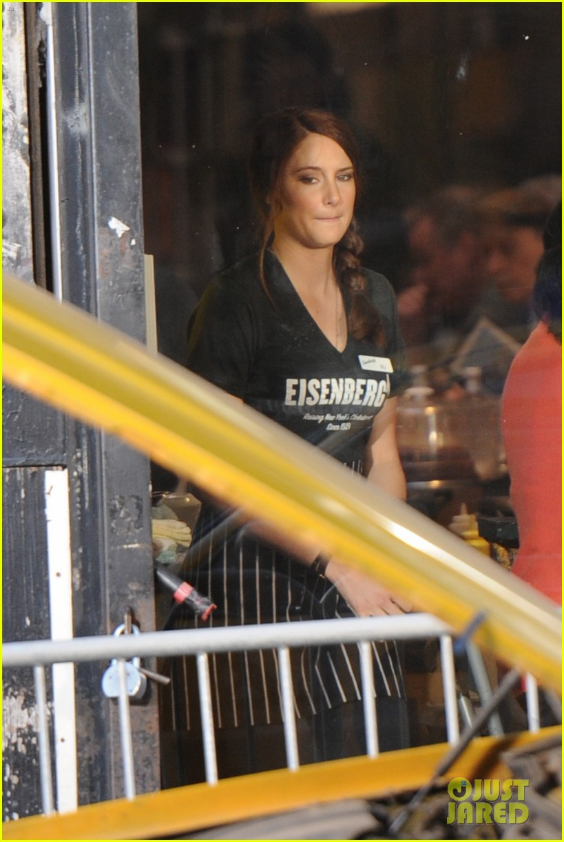 shailene woodley in mary jane watson costume first pics 032824853