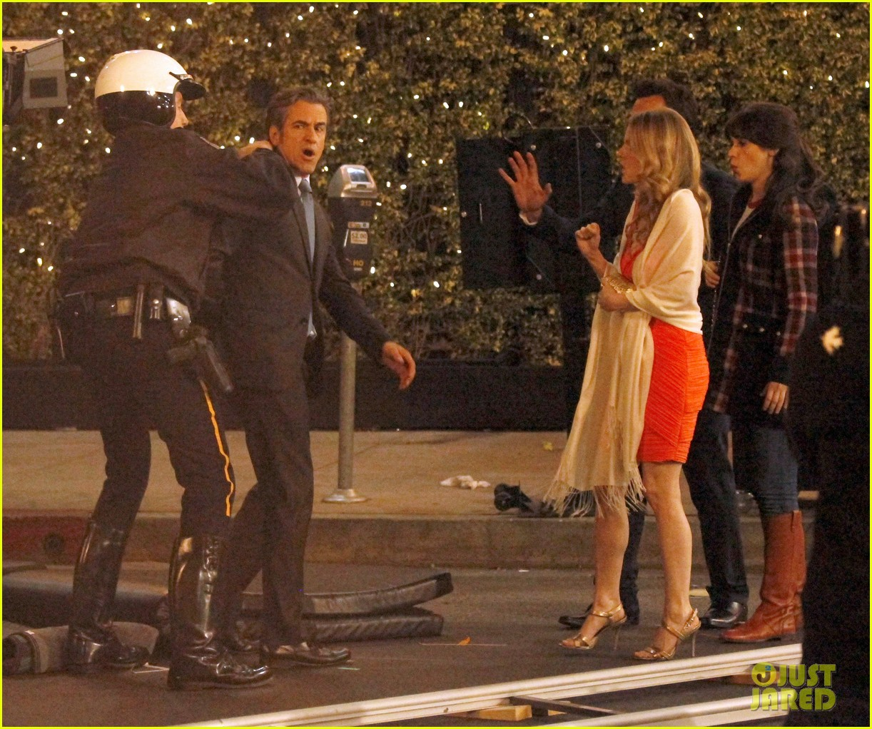 zooey deschanel beso new girl filming 05