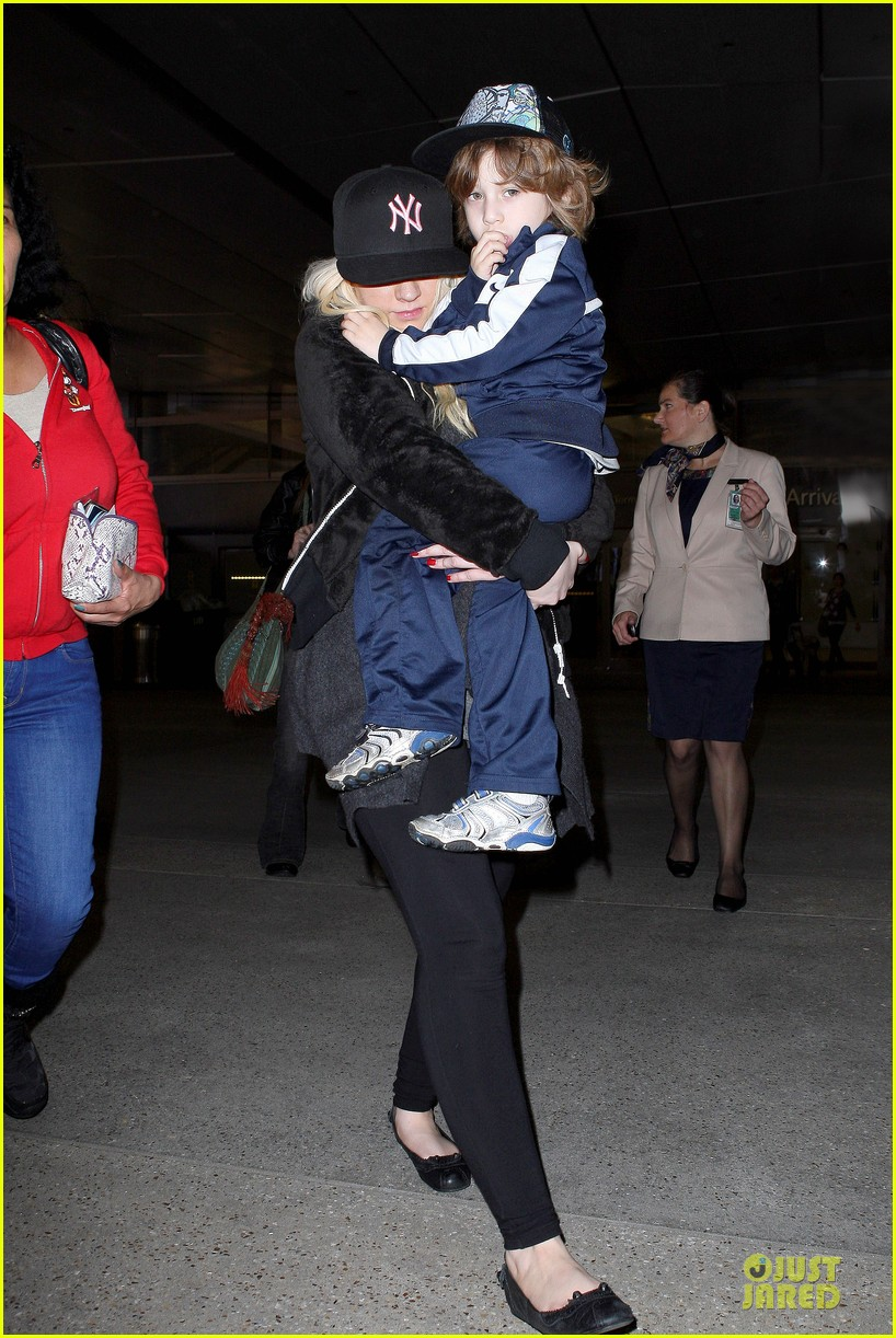 christina aguilera max lax arrival after tokyo heaven 01