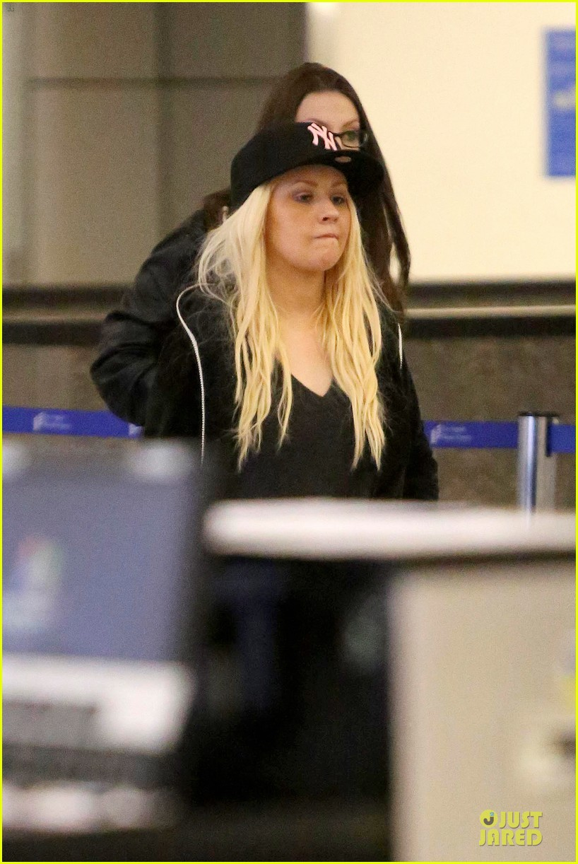 christina aguilera max lax arrival after tokyo heaven 02