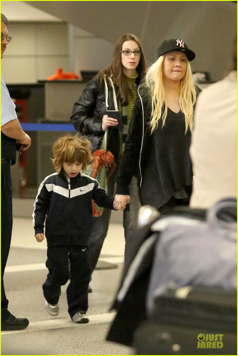 christina aguilera max lax arrival after tokyo heaven 032842150