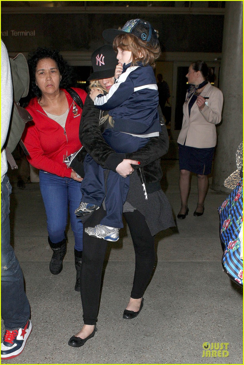 christina aguilera max lax arrival after tokyo heaven 052842152