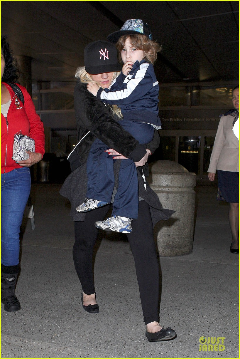 christina aguilera max lax arrival after tokyo heaven 072842154