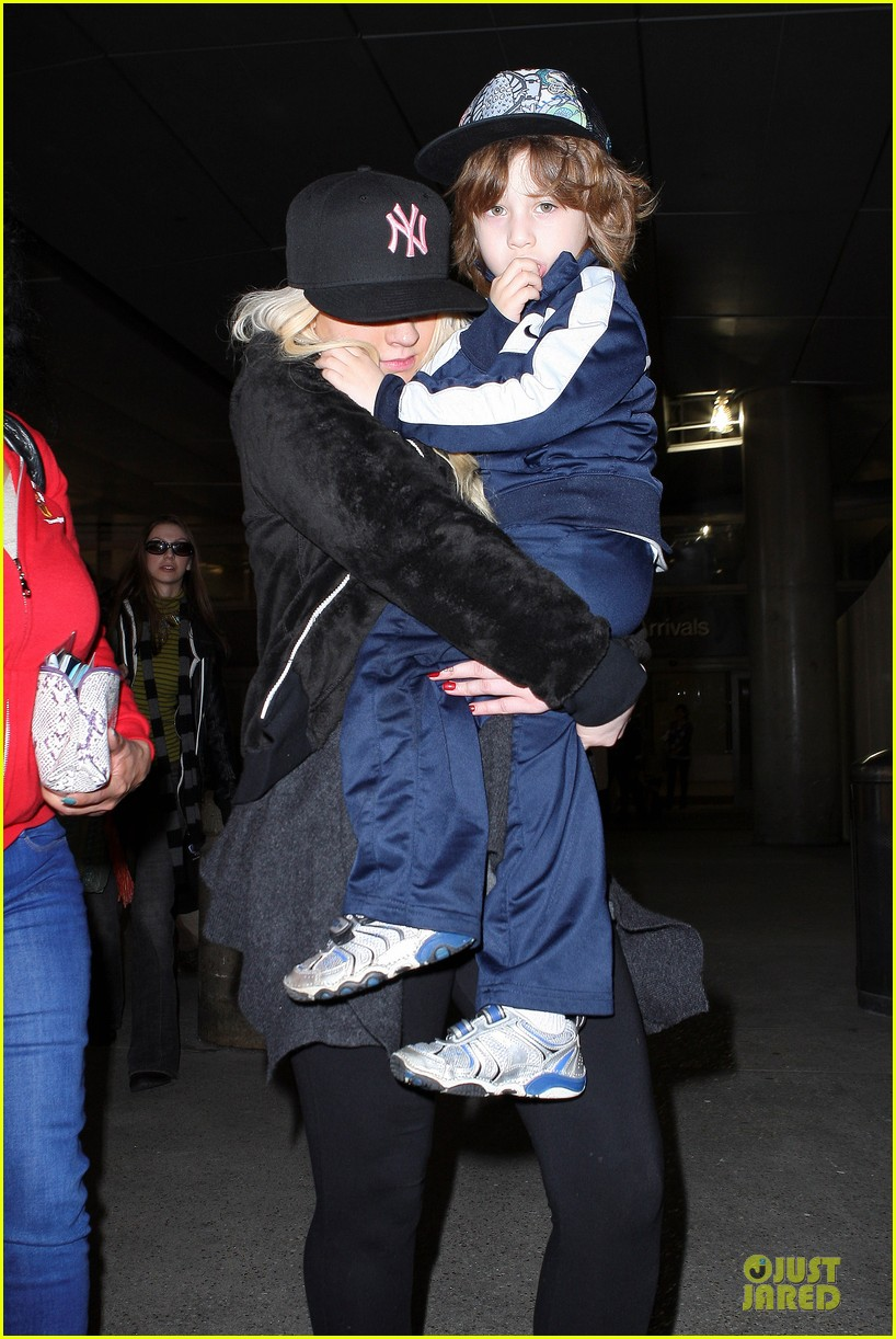 christina aguilera max lax arrival after tokyo heaven 082842155