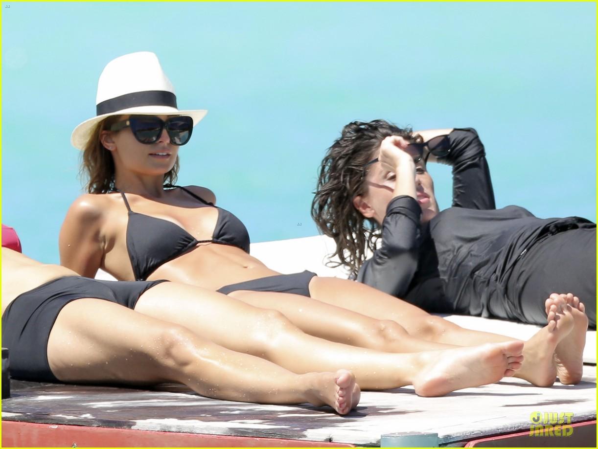 jessica alba nicole richie bikini clad gal pals 042844487