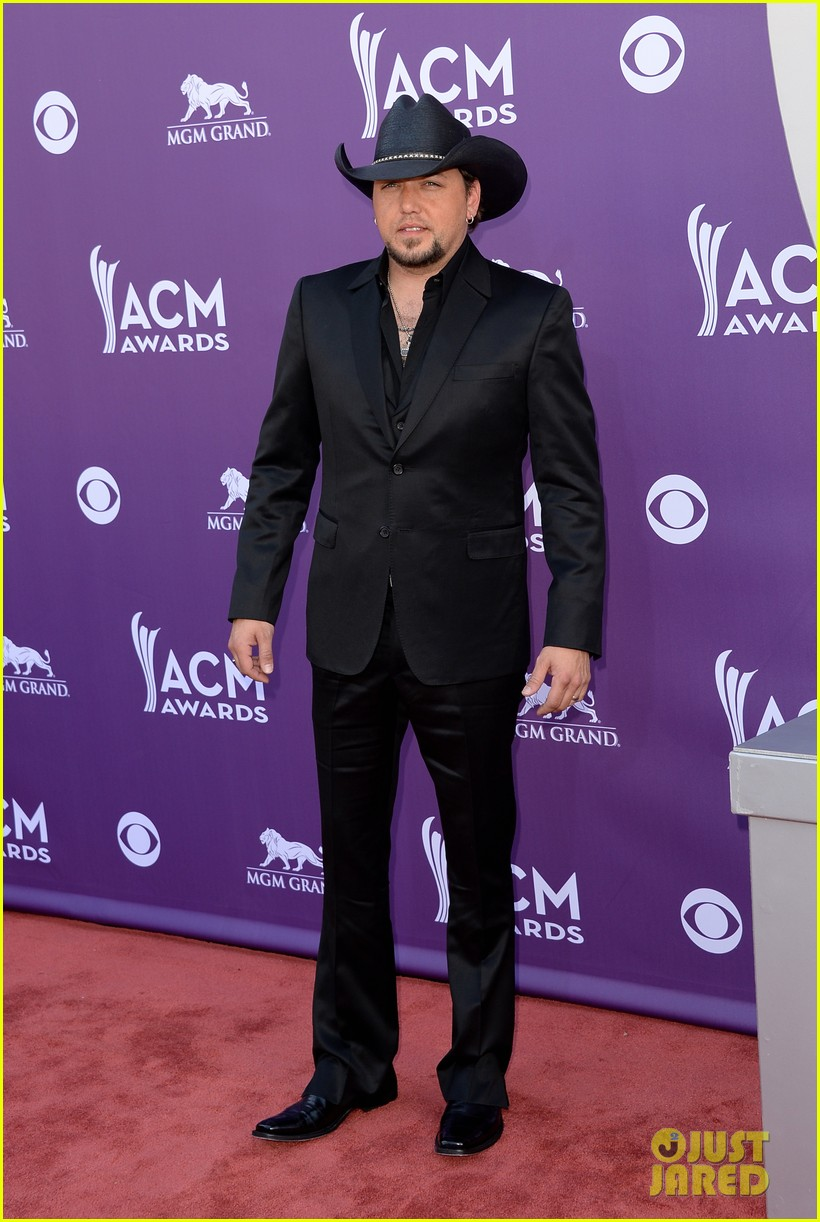 jason aldean acm awards 2013 red carpet 032845140
