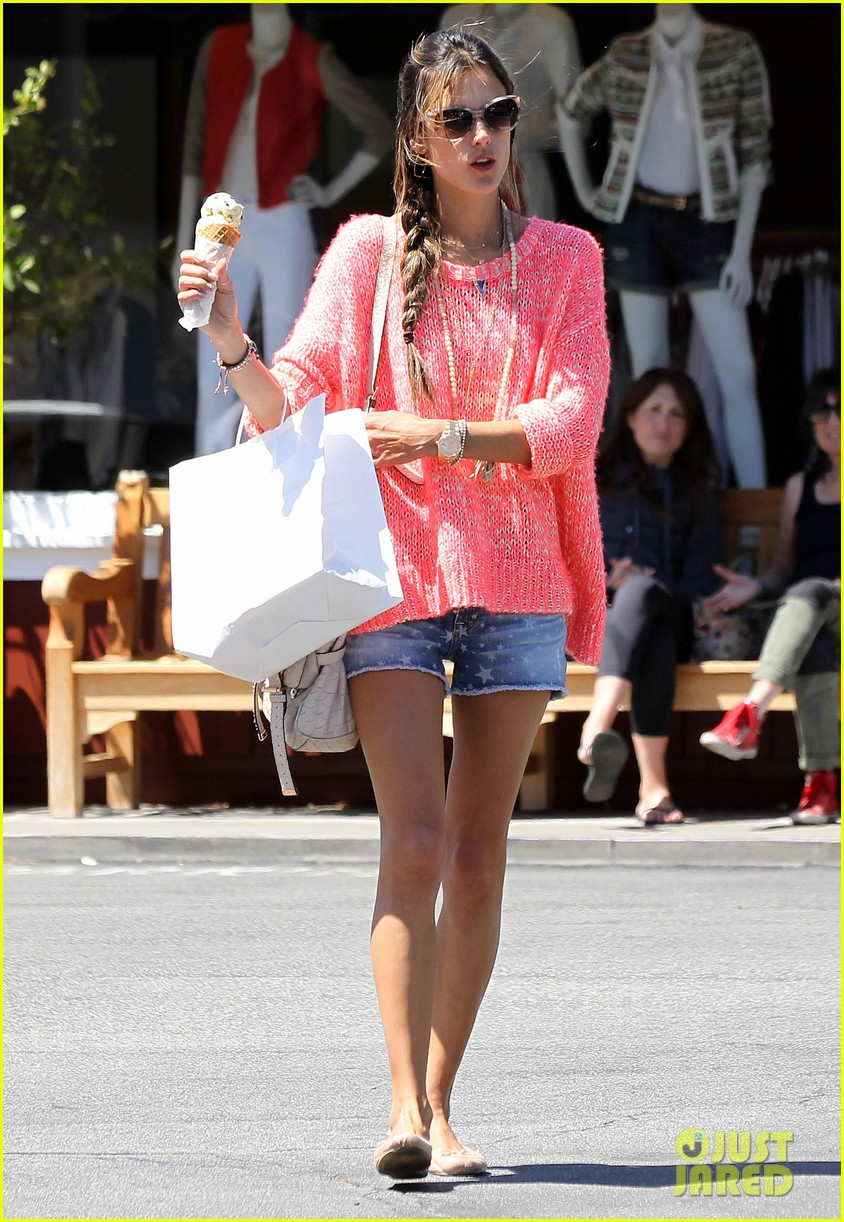 alessandra ambrosio anja ice cream treat 072853538