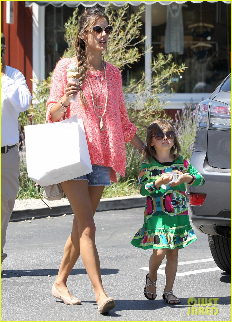 alessandra ambrosio anja ice cream treat 082853539