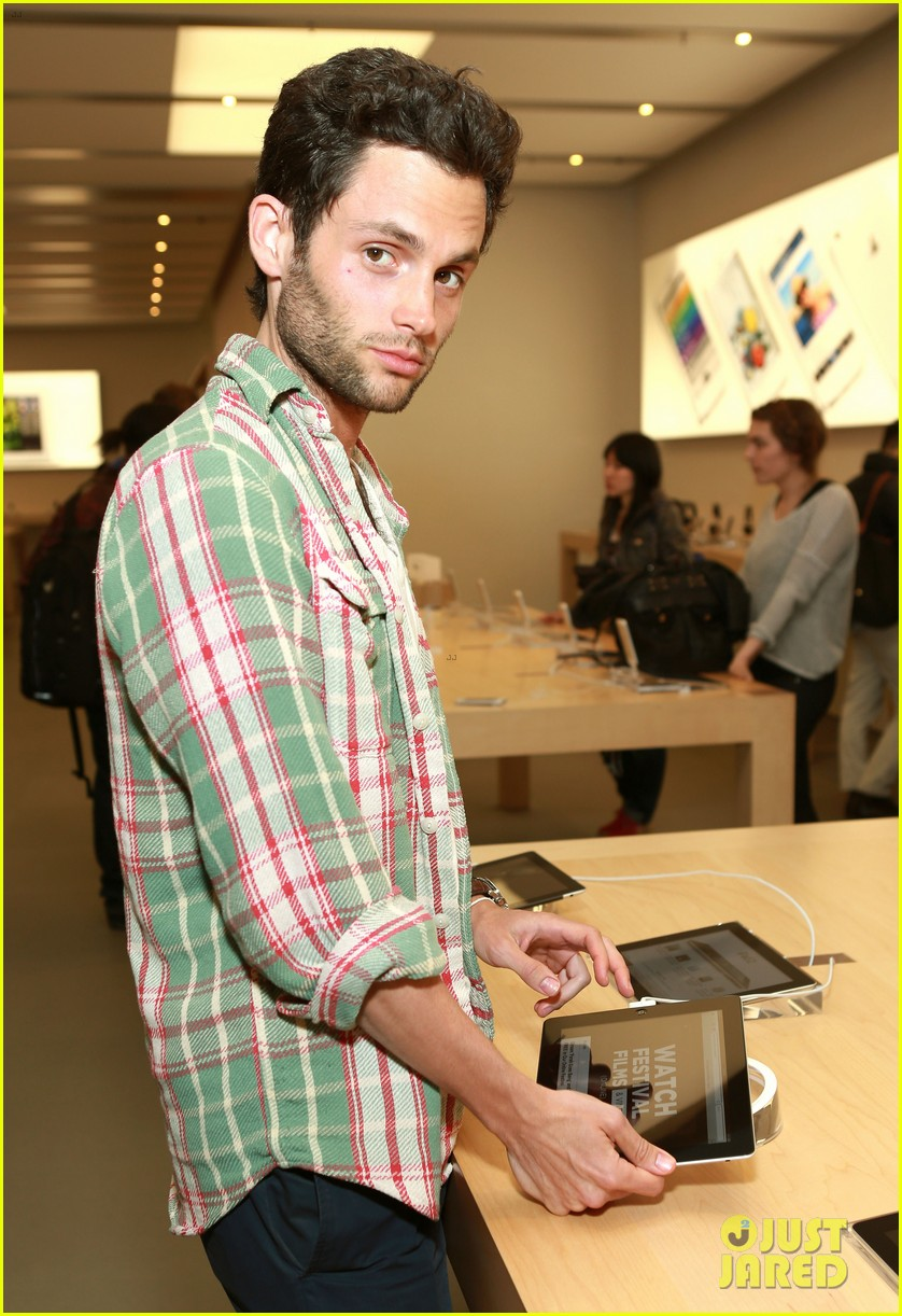 penn badgley greetings from tim buckley apple event 022858299