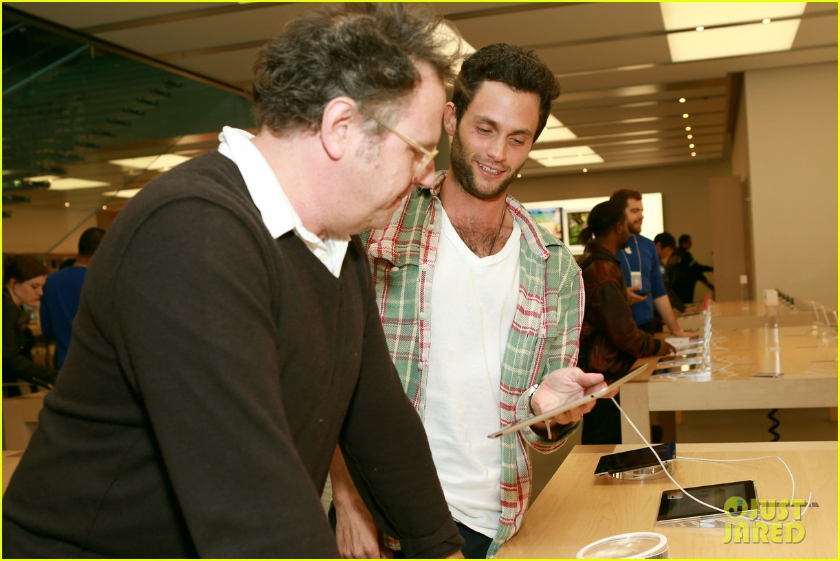 penn badgley greetings from tim buckley apple event 062858303