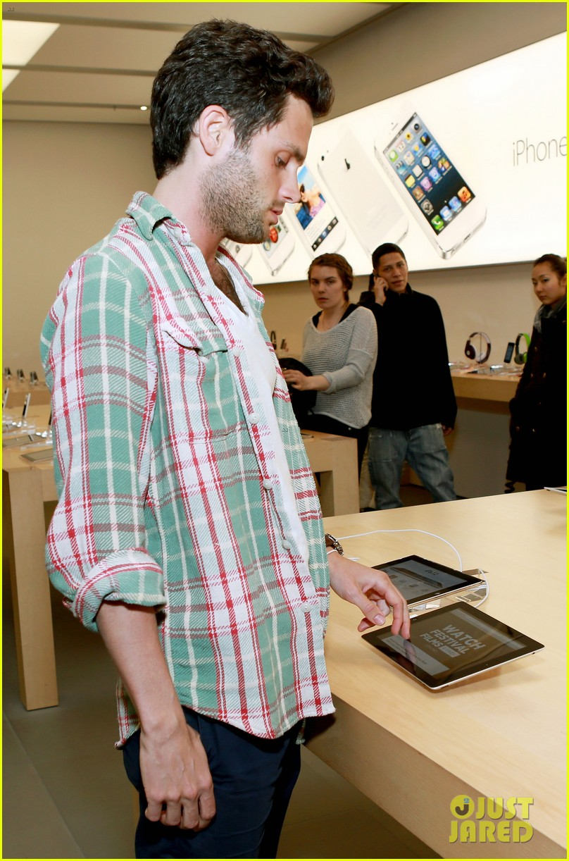 penn badgley greetings from tim buckley apple event 142858311