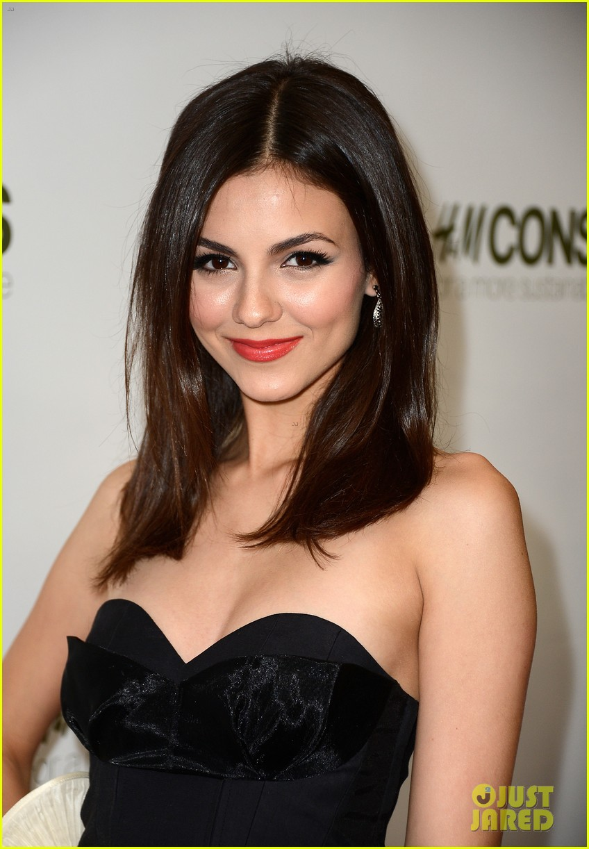penn badgley victoria justice hm collection launches 042843569