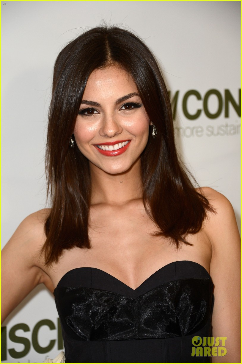 penn badgley victoria justice hm collection launches 142843579