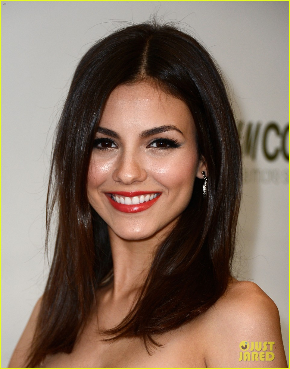 penn badgley victoria justice hm collection launches 202843585