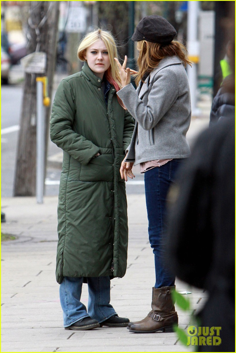 dakota fanning elizabeth banks every secret thing wraps filming 012851982
