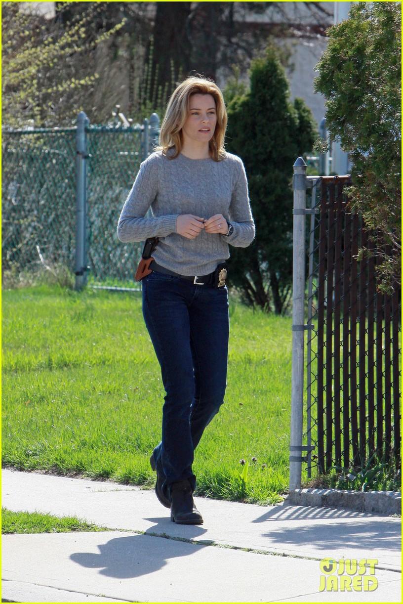 dakota fanning elizabeth banks every secret thing wraps filming 022851983