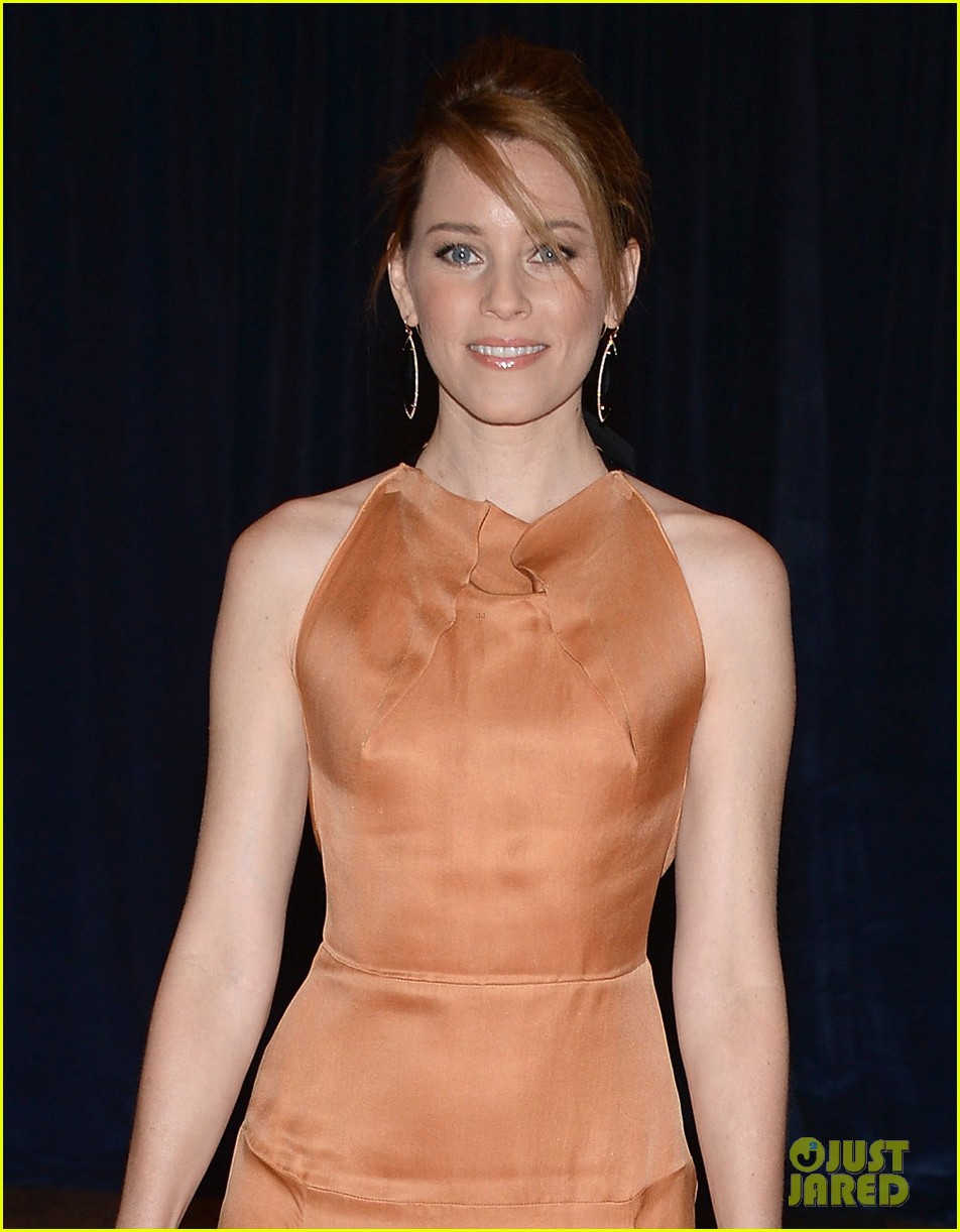 elizabeth banks white house correspondents dinner 2013 red carpet 02