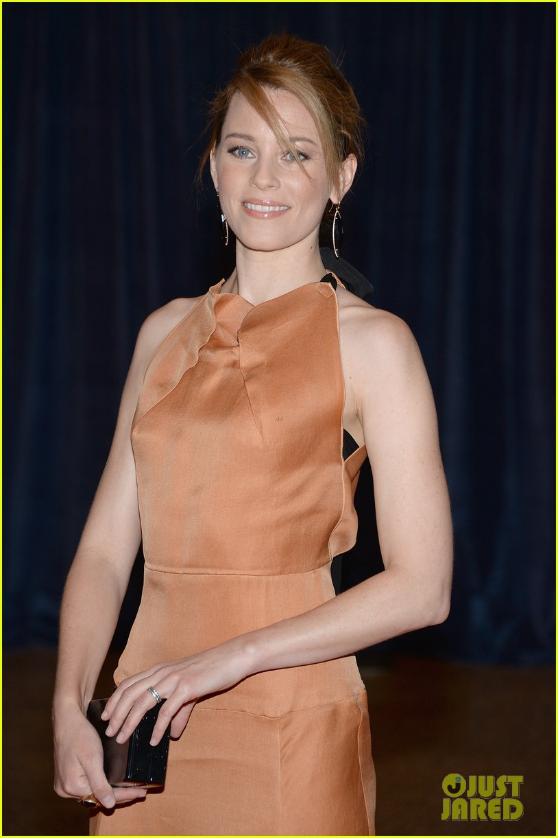 elizabeth banks white house correspondents dinner 2013 red carpet 04