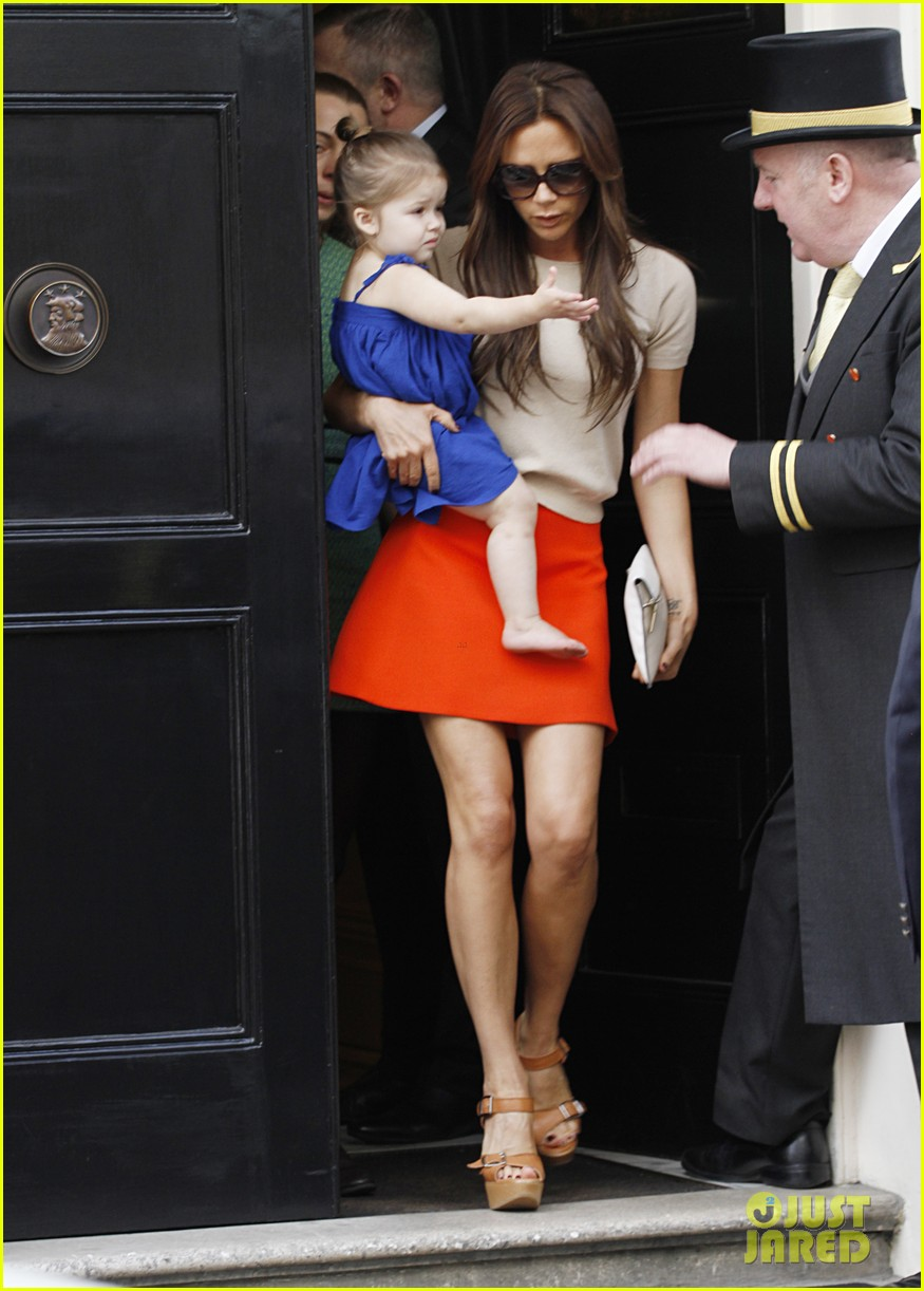 victoria david beckham day out with harper 032857198