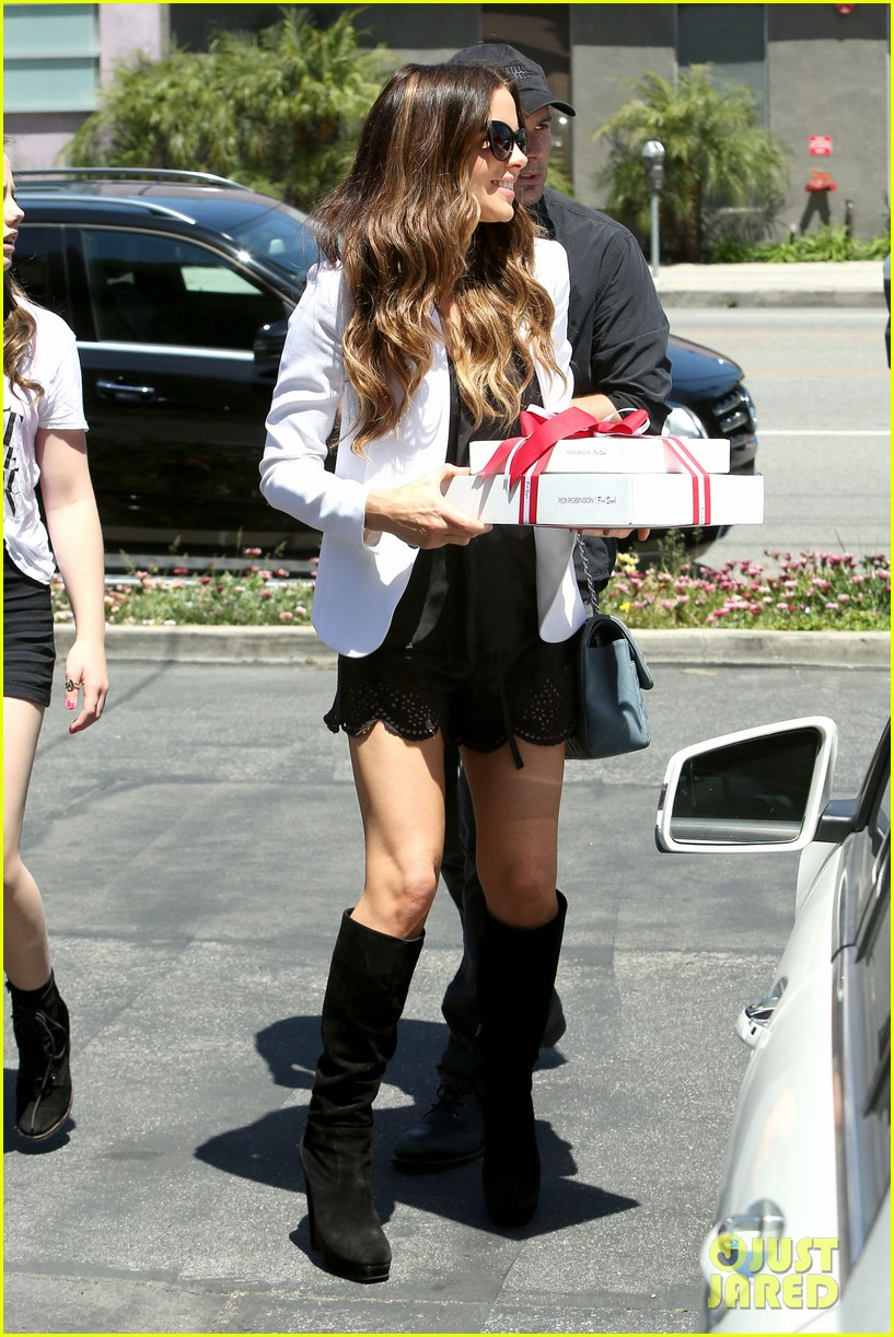 kate beckinsale dressed up at the six 012855409