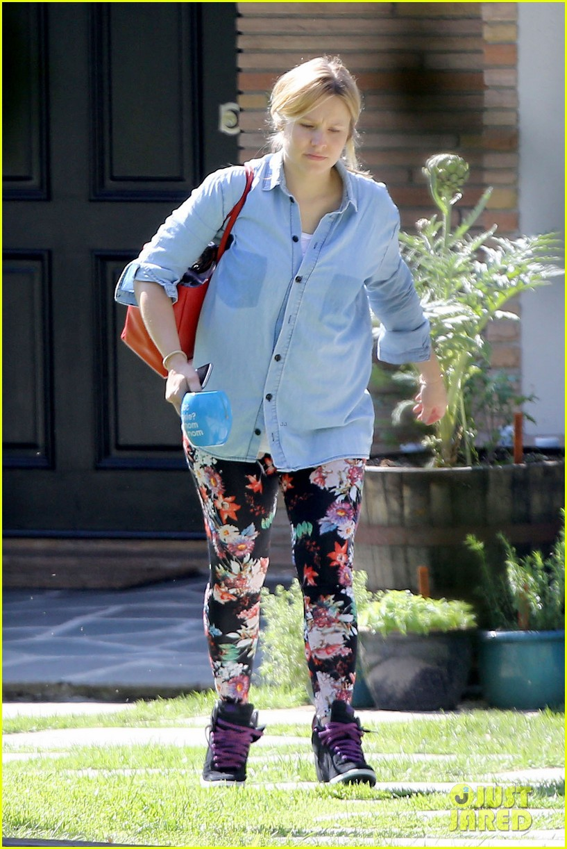kristen bell steps out for first time since giving birth 042860670