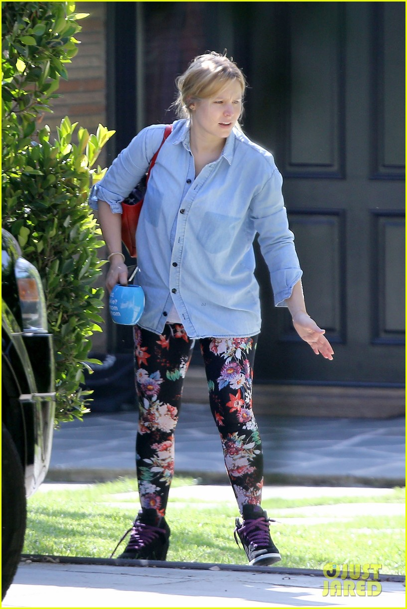 kristen bell steps out for first time since giving birth 082860674