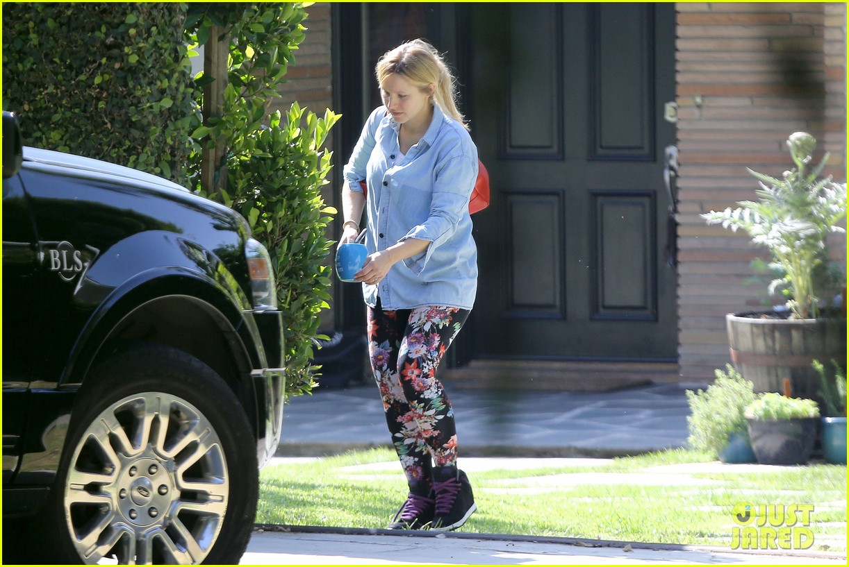 kristen bell steps out for first time since giving birth 122860678
