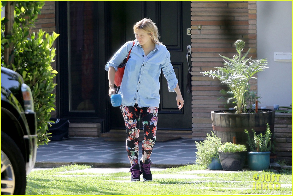 kristen bell steps out for first time since giving birth 172860683