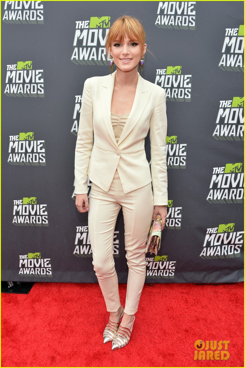 bella thorne ashley rickards mtv movie awards rep carpet 2013 062849964