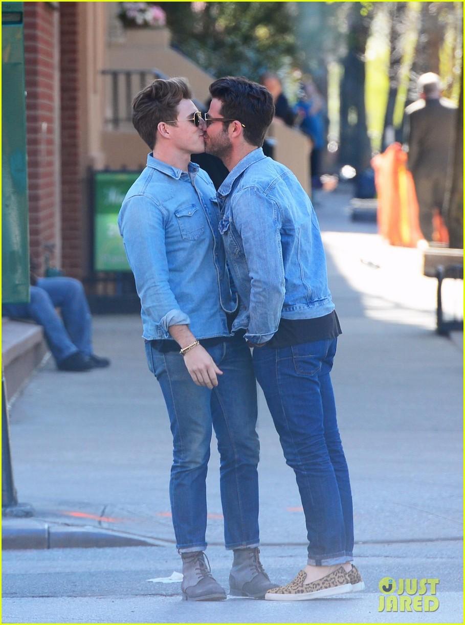 nate berkus jeremiah brent kiss kiss in new york 022852322