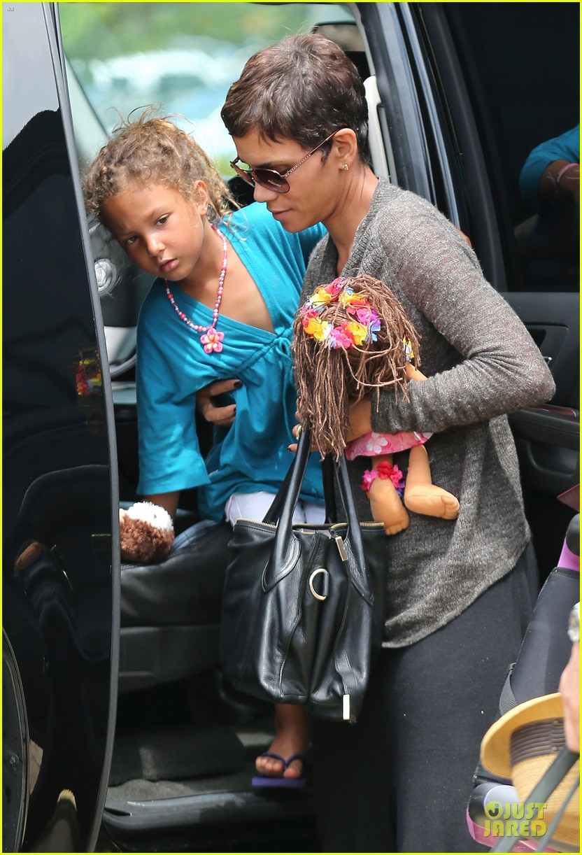 halle berry olivier martinez maui departure with nahla 212841623