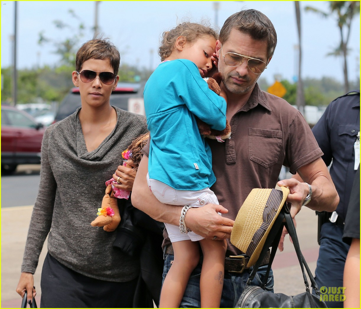 halle berry olivier martinez maui departure with nahla 252841627