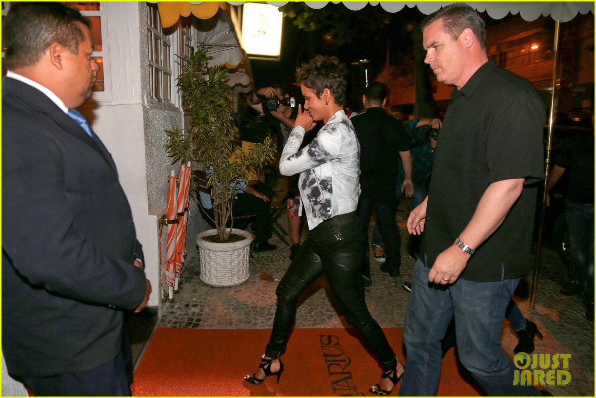 pregnant halle berry mama cannot take time off 062847185