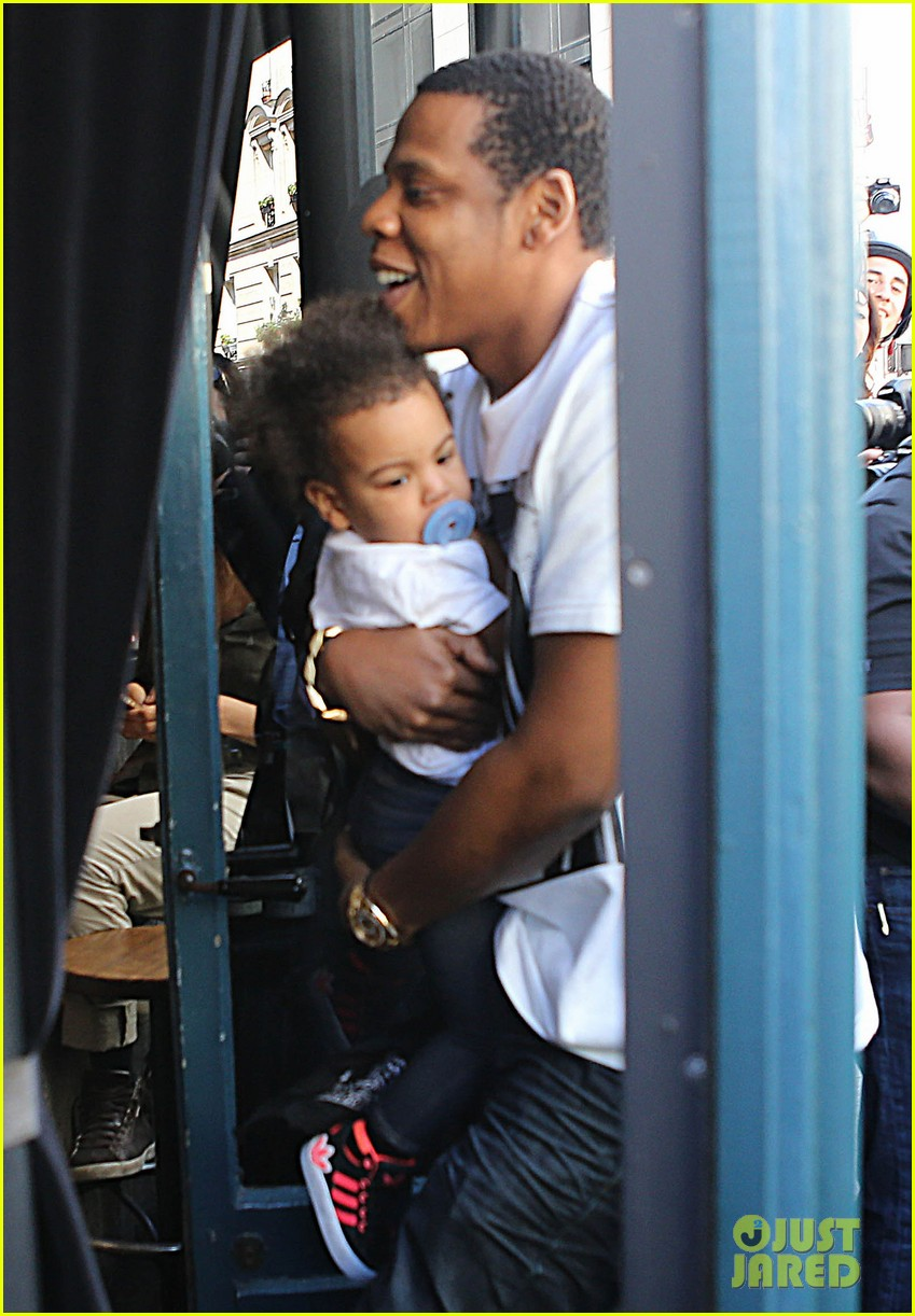 beyonce jay z parisian lunch with blue ivy carter 012857913